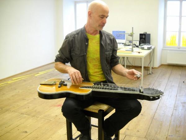 ... eine Mischung aus Gitarre und Sitar